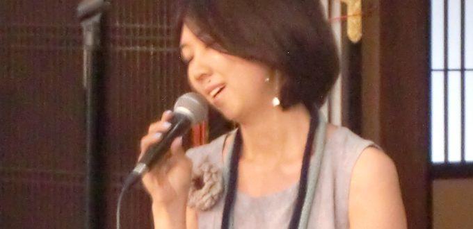歌手の大島花子さん